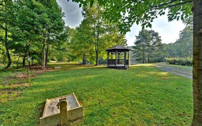 Trout Run Cabin Blue Ridge GA-small-027-Horseshoe pit-666x417-72dpi